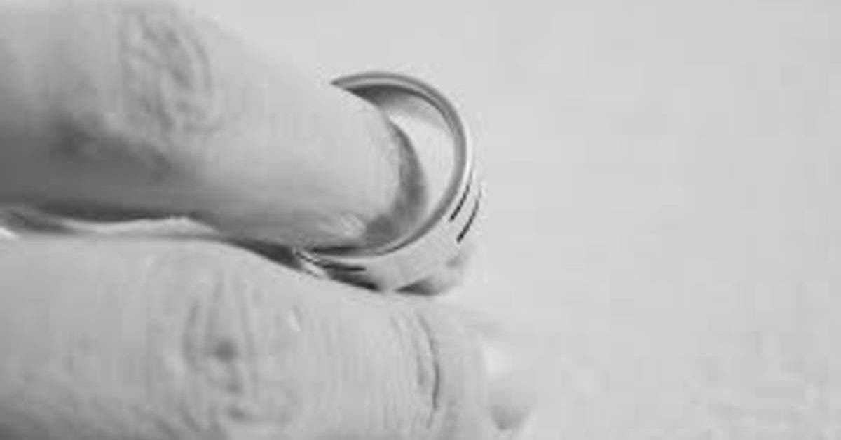 Il demande le divorce à sa femme par lettre