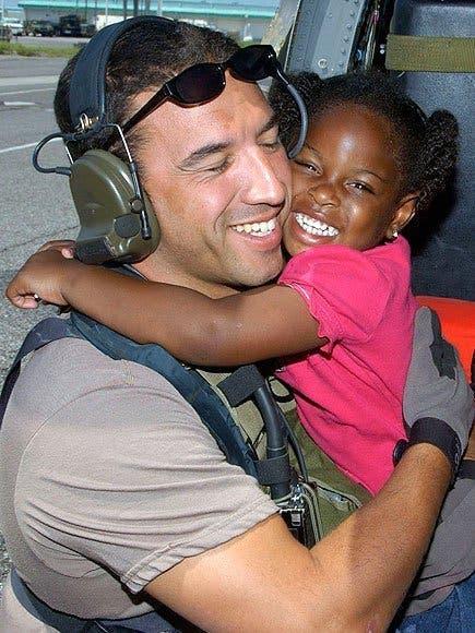 Il lui sauve la vie pendant l'ouragan Katrina