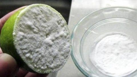 J'ai trempé un demi citron dans du bicarbonate de soude et sa a transformé ma santé pour toujours