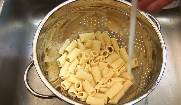 égoutter les pâtes