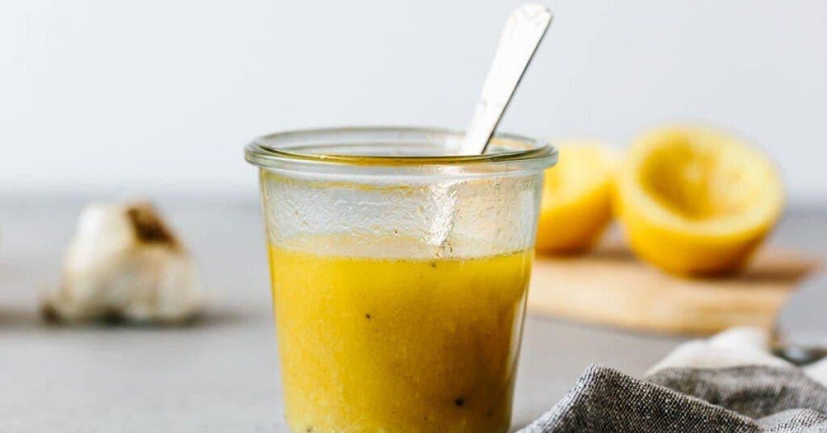 La célèbre recette de vinaigrette au citron qui fait perdre du poids et dégonfle ventre