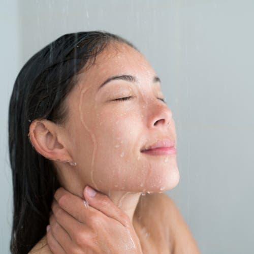 La zone de votre corps que vous nettoyez en premier en dit long sur votre personnalité