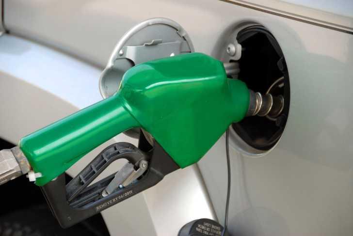 Laisser le moteur tourner lorsqu'on fait le plein d'essence est une mauvaise habitude