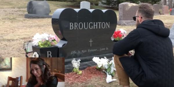 Le père d'une fille meurt en 2007 – 10 ans plus tard, tout le monde est choqué de voir qui s'agenouille devant sa tombe