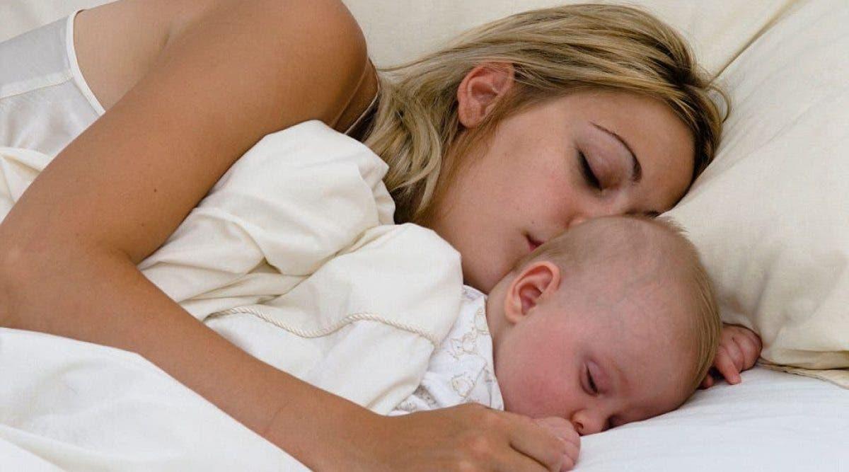 Les bébés doivent dormir avec leur mère jusqu'à l'âge de 3 ans