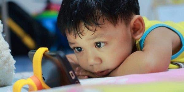 Les écrans peuvent endommager les cerveaux des enfants