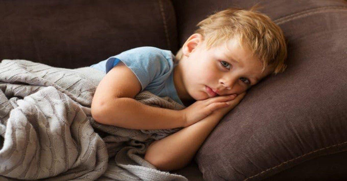 Les enfants anxieux se plaignent souvent de douleurs à l'estomac et de maux de tête