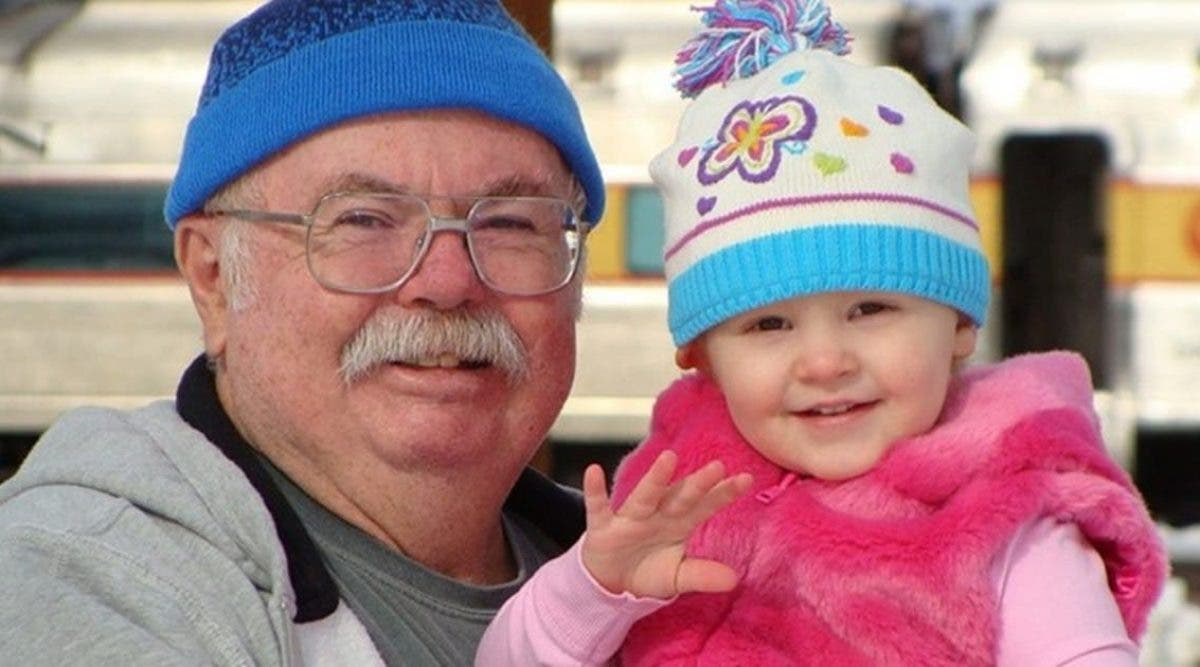 Les enfants grandissent plus heureux avec des grands-parents à leurs côtés