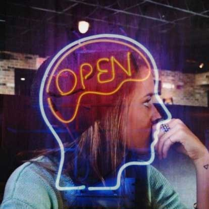 Les personnes solitaires sont ouvertes 1