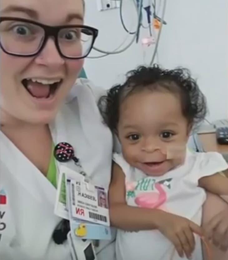 L'infirmière décide d'adopter une petite fille maltraitée