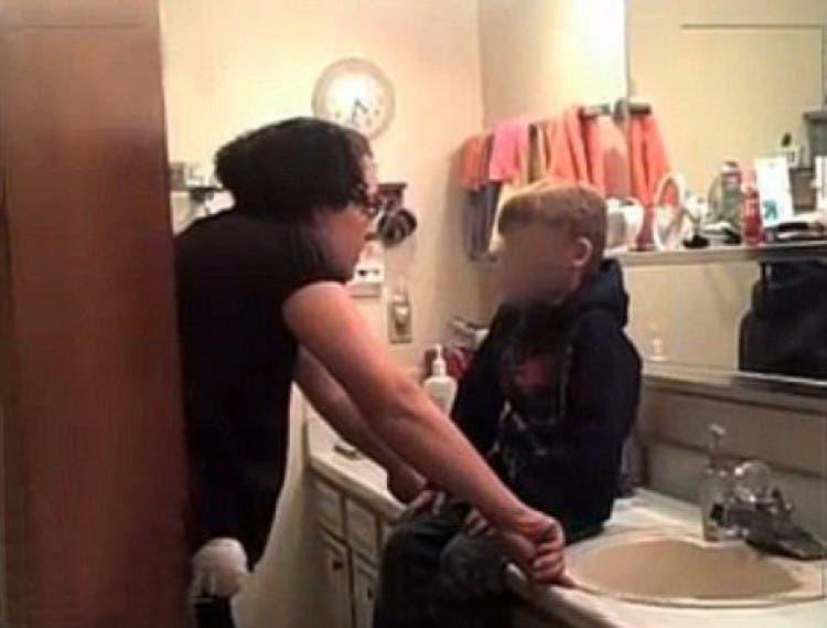 Maltraitance elle punit son fils adoptif avec des douches glacees et de la sauce piquante 1