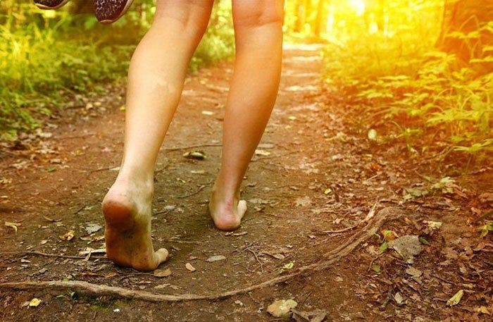 Marcher pieds nus est excellent pour la santé d'après des études