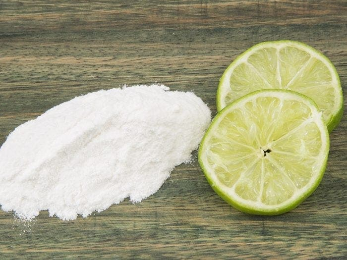 Mélangez du bicarbonate de soude avec du citron