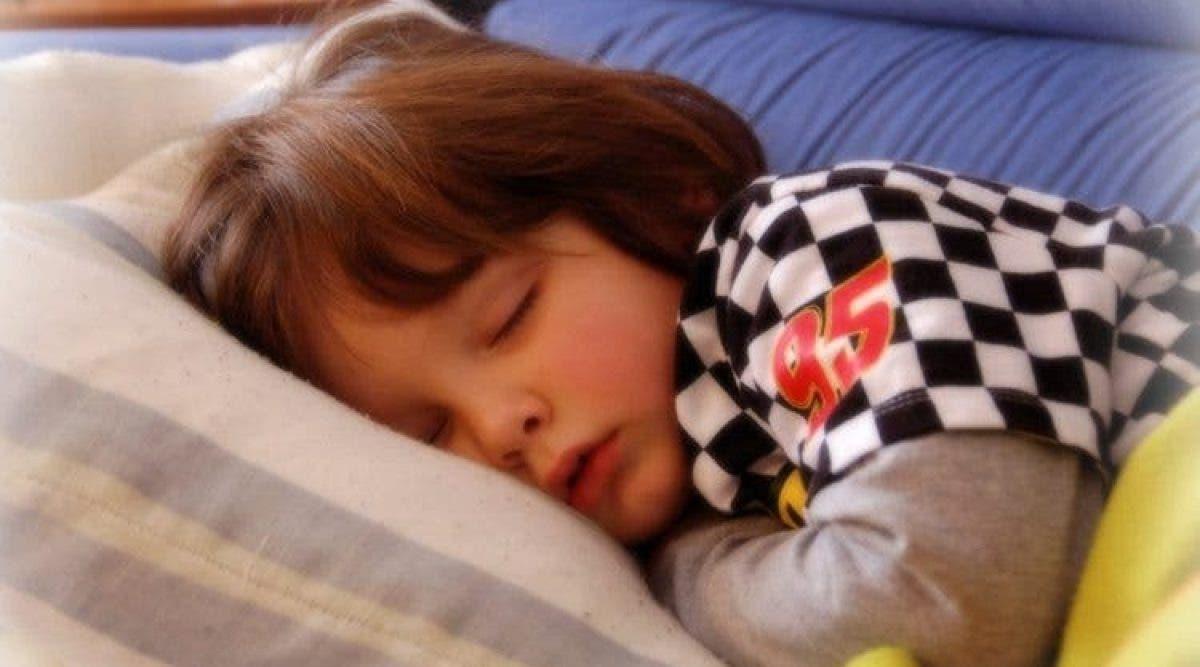 les enfants au lit plus tôt est meilleur pour la santé mentale