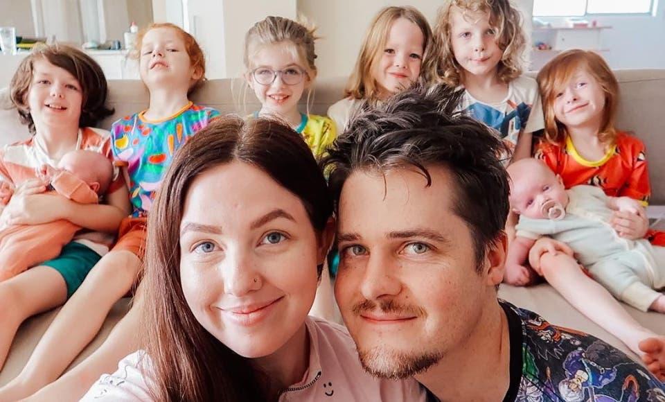 La famille est composée de jumeaux, de triplés et de trois autres enfants.