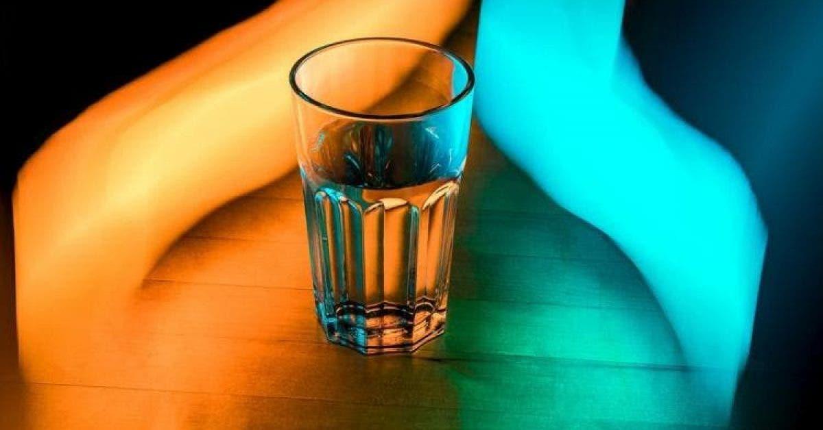 Placez un verre d'eau salée dans votre chambre