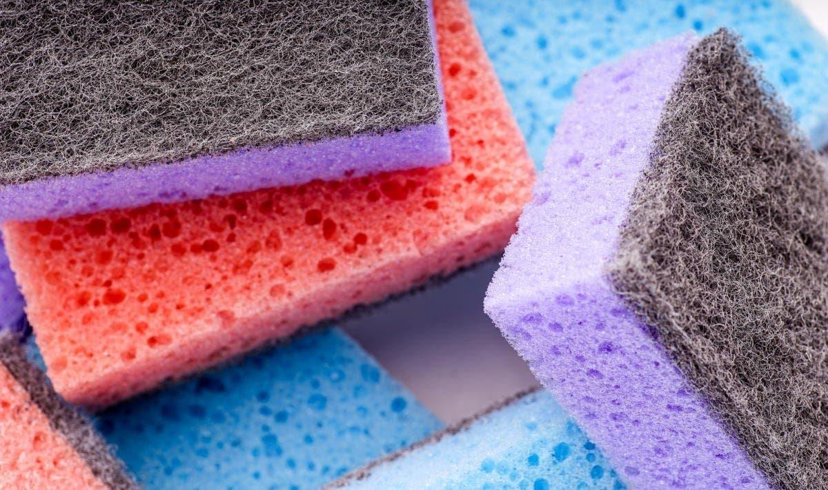 Une éponge en mousse pour absorber l'humidité du réfrigérateur.