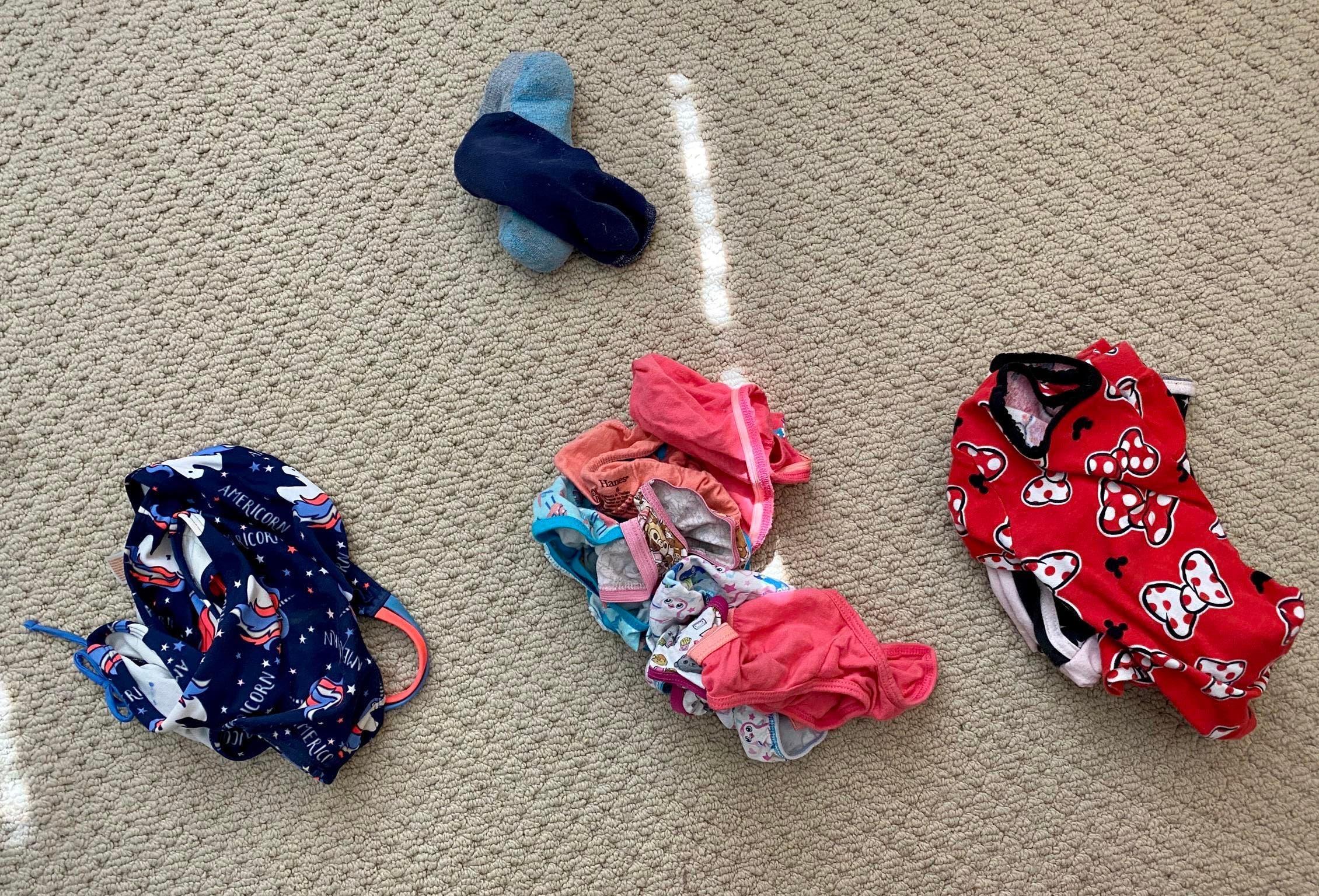 Quand elle demande a son fils de preparer sa valise pour les vacances il ne prepare que des sous-vetements