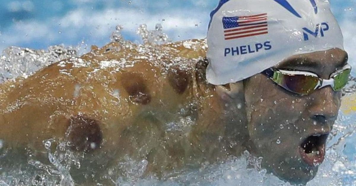 Quelle est la signification des cercles rouges sur le dos des nageurs