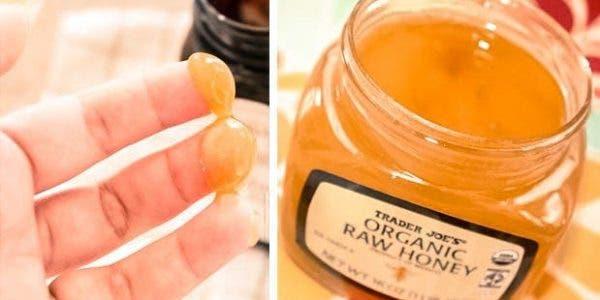 Ce qui arrive lorsque vous vous lavez le visage avec de l'eau au miel
