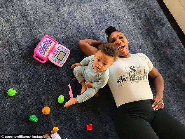 Serena Williams se met seins nus pour la sensibilisation du cancer du sein