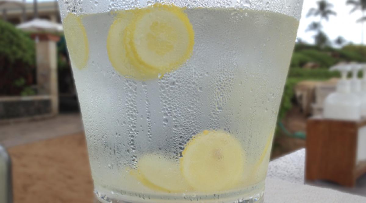 buvez de l'eau au citron plutôt que des médicaments