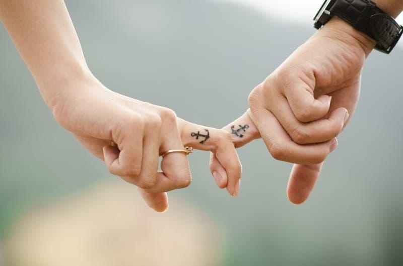 Sil vous arrive de tenir la main de votre partenaire 2 2