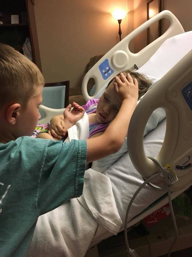 Son frère insiste pour rester à son chevet et lui dire au revoir
