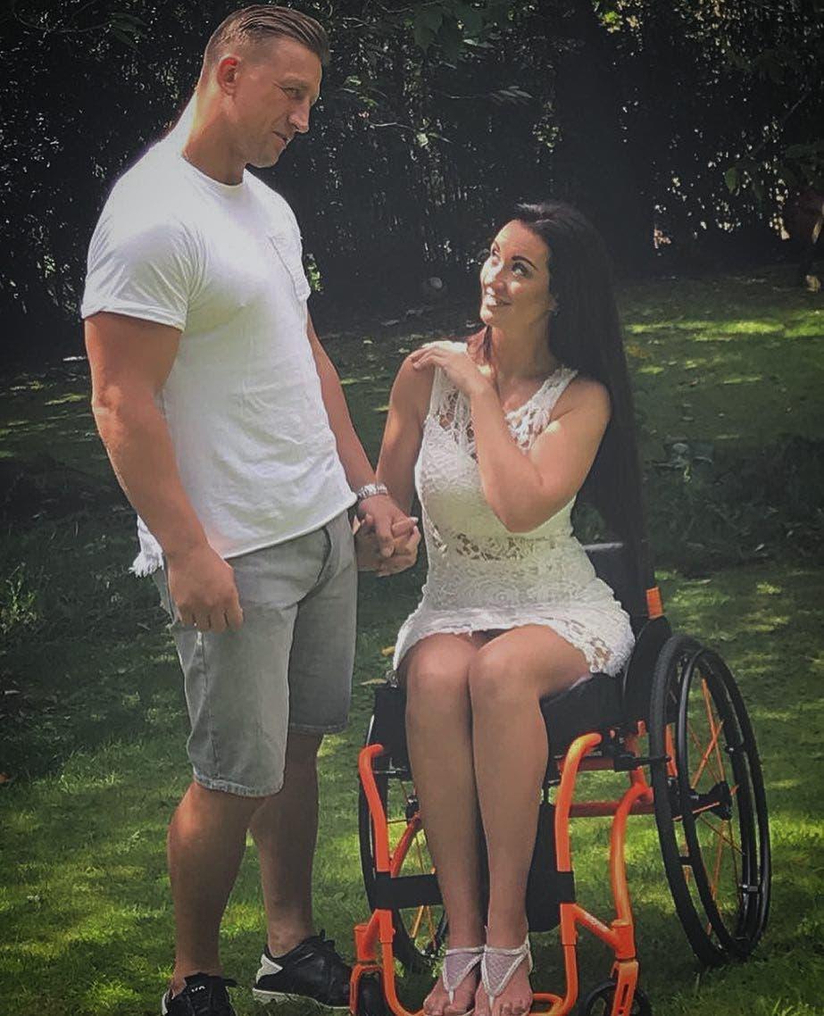 Son mari la quitte après sa paralysie