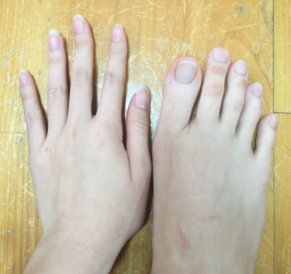 Tout le monde est obsédé par les pieds de cette femme