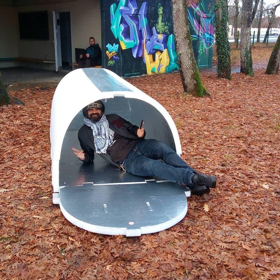Un Ingénieur français invente des logements pour les sans-abri qui retiennent la chaleur pendant l'hiver