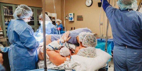 « adieu petit ange » Un bébé prématuré blessé par un médecin meurt après l'accouchement, de manière naturelle