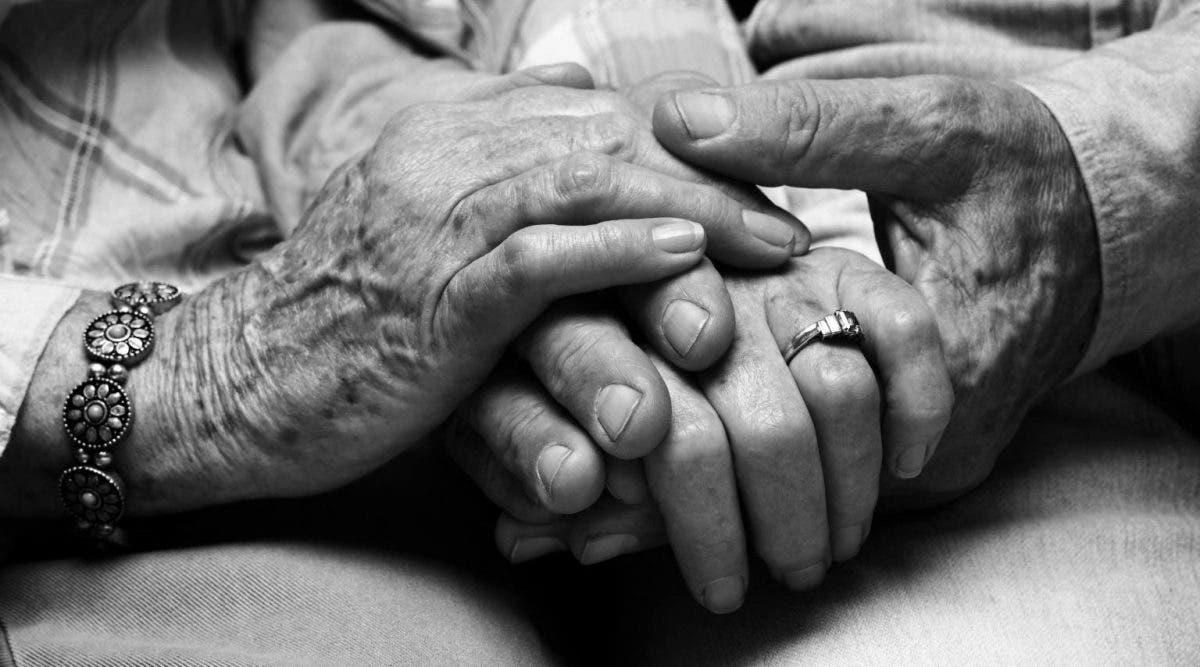 Un couple de personnes âgées se suicide pour ne pas vivre l'un sans l'autre