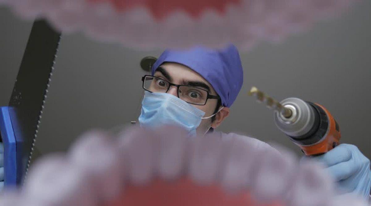Un dentiste tue accidentellement une femme après lui avoir extrait des dents