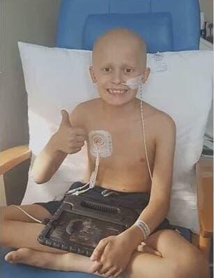 Un enfant de 9 ans atteint d'un cancer