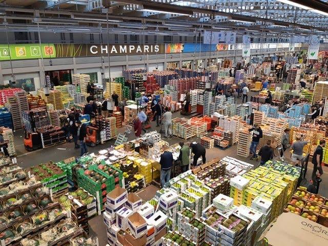 Un entrepôt au marché de Rungis est transformé en morgue à cause du nombre hors norme de morts