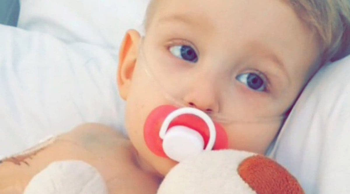 « Je suis désolé » : Un garçon de 5 ans demande pardon avant de mourir dans les bras de ses parents