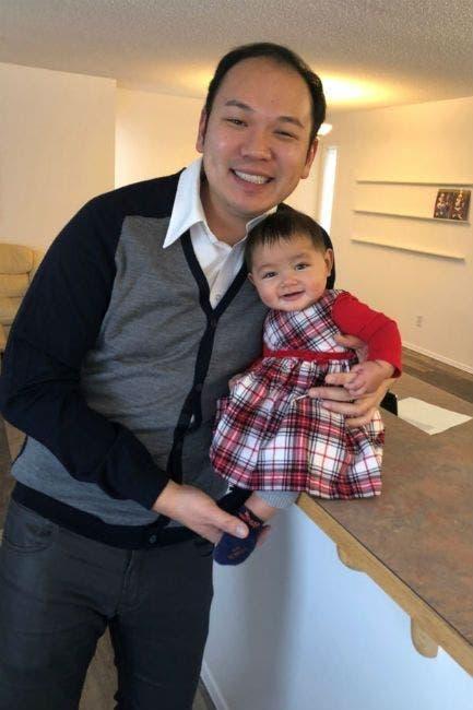 Un homme devient père célibataire grâce à une mère porteuse après 8 ans d'échecs