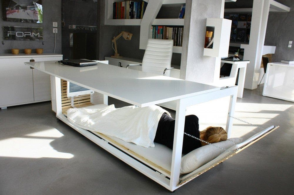 Un lit dans votre bureau est exactement ce dont vous avez besoin pour être productif au travail
