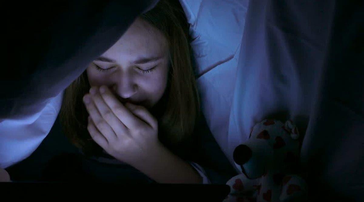 """Un père sans cœur viole sa fille lesbienne pour """"la remettre sur le droit chemin"""""""