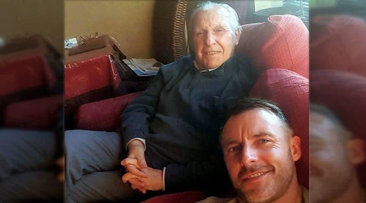 Un père souffre d'Alzheimer et ne peut reconnaitre sa famille