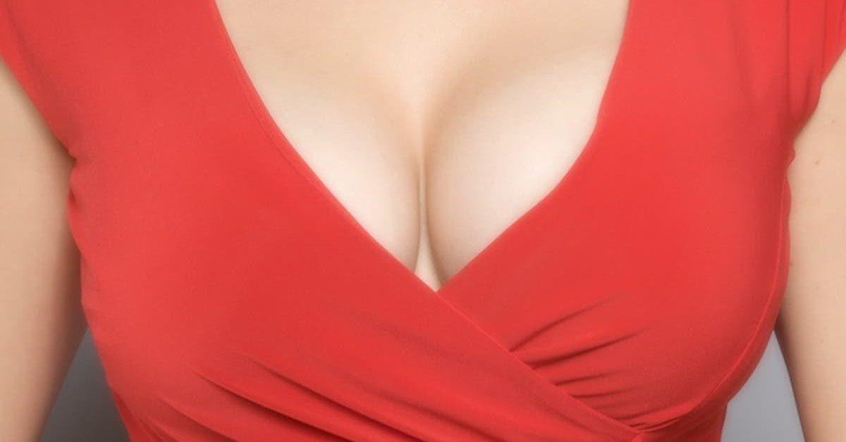 Un psychologue revele pourquoi les hommes regardent autant les seins 1