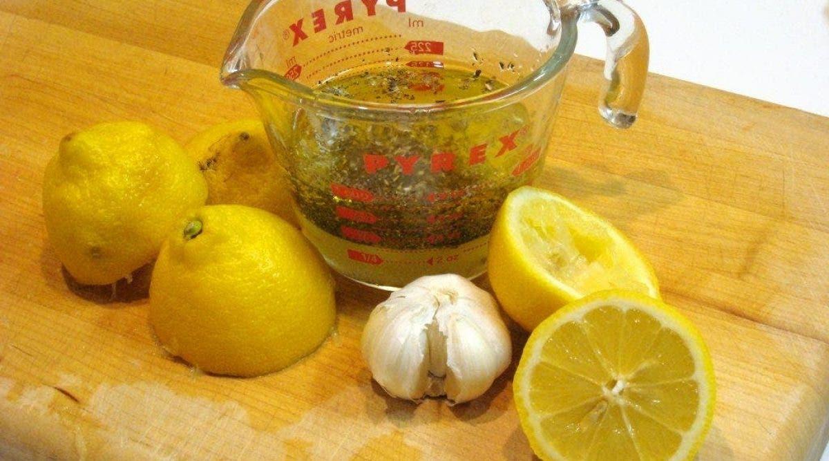 Un remède puissant au citron et ail qui élimine le mauvais cholestérol et débouche les artères