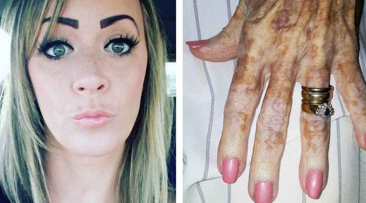 Une Infirmière prend en photo la main d'une femme âgée