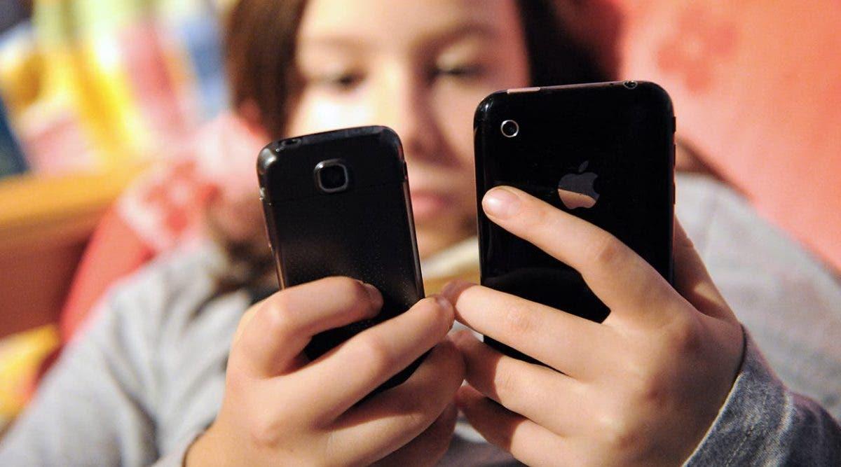 Une adolescente de 15 ans meurt après s'être électrocutée avec son téléphone portable