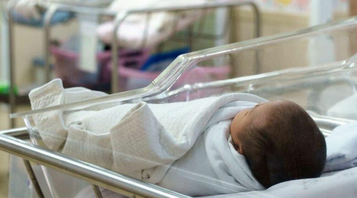 Une ancienne infirmière avoue que l'hôpital où elle travaillait envoyait des bébés nés vivants dans des chambres pour mourir