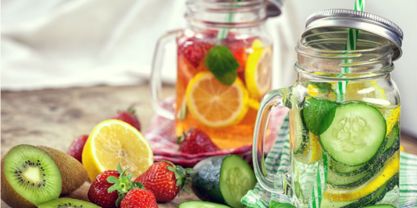 Une boisson au concombre, menthe, citron, gingembre pour vous aider à éliminer