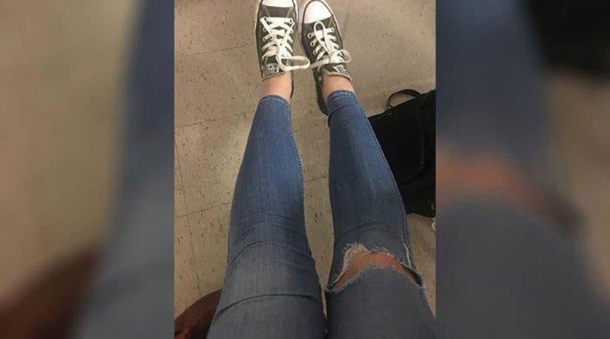 Une école suspend de son école une fille après avoir porté un jean déchiré