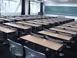 Une élève de 11 ans est obligée de rester en classe alors que ses vêtements sont plein de sang