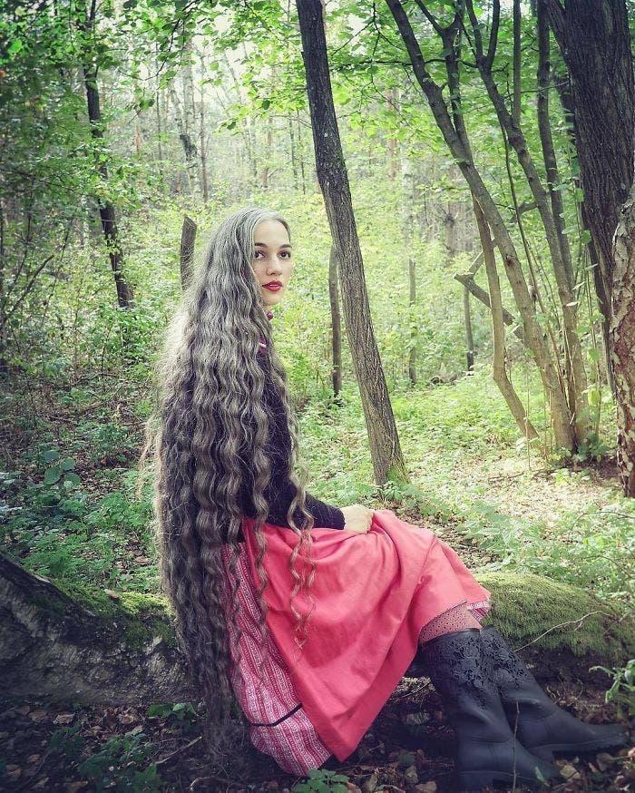 Une fée aux longs cheveux